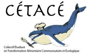 """Icône du CÉTACÉ. En haut, il est écrit CÉTACÉ. Un dessin en couleurs montre en dessous une baleine coiffée d'un chapeau de cuisinier. Dans sa nageoire droite, elle tient une cuillère de cuisine. La baleine est bleu foncé. Son ventre, le chapeau et la cuillère sont d'un blanc cassé. Tout en bas, il est écrit """"Collectif Étudiant en Transformation Alimentaire Communautaire et Écologique"""". L'arrière-plan est blanc."""