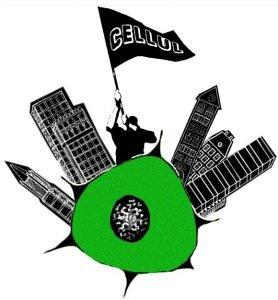 """Icône du CELLUL. Il s'agit d'un dessin, majoritairement en noir et blanc. Au centre se trouve une cellule (biologique) verte dont le noyau au centre est blanc entouré de noir avec beaucoup de points noirs. Des immeubles très élevés surgissent de la cellule, de chaque côté, trois à gauche et trois à droite, s'éloignant du centre. Au centre sur la cellule se tient un humain vêtu de noir et brandissant un drapeau noir sur lequel est écrit """"CELLUL"""". L'arrière-plan est blanc."""