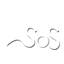 Logo de SOS Territoire: Un SOS sur l'eau avec deux conifères sur un butte en prolongement du premier S, avec le mot territoire sous les vagues.