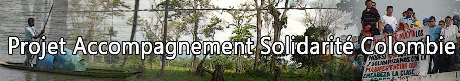 """Bannière du PASC. À l'avant-plan est écrit en blanc """"Projet Accompagnement Solidarité Colombie"""". L'arrière-plan montre un dégradé entre trois images. À gauche se trouve quelqu'un debout pagayant une embarcation avec des contenants bleus. Au centre se trouve une forêt aux arbres épars. À droite se trouve une manifestation du 1er mai avec des gens tenant une pancarte en espagnol dont la majorité est cachée par le mot """"Colombie"""" à l'avant-plan."""